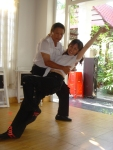 André Revue dans son institut de danse au Vietnam