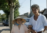 La maman de Maurice Loaïque lui tient le bras
